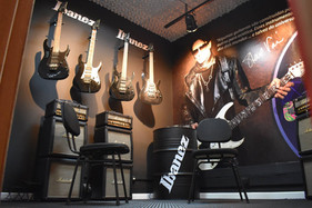 Escola de Música da Capital ganha sala da renomada marca japonesa de guitarras Ibanez