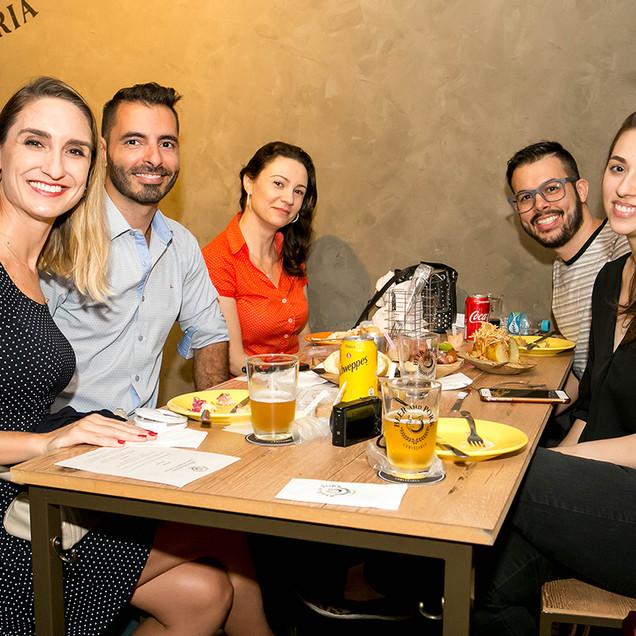 Joana Volpato, Marcos Rocca, Renata Diem, Julia Prado e Brenda Ferrari