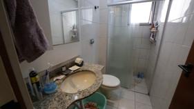 Banheiro repaginado ganha soluções funcionais