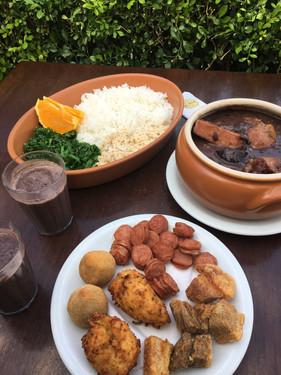 Sábado é dia da tradicional feijoada e samba no Boteco Zé Mané