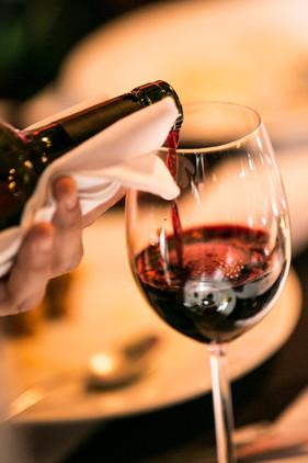 Vinhos da França, Portugal e Argentina são as estrelas de mais um encontro da Confraria do Vinho