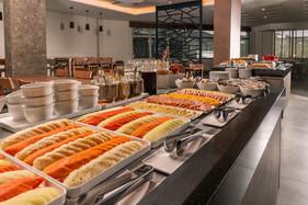 Hotel oferece café da manhã reforçado e feijoada para alimentar os foliões em Florianópolis