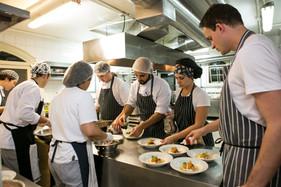 Rótulos imponentes e boa gastronomia marcam o próximo jantar da Confraria do Vinho Itapema