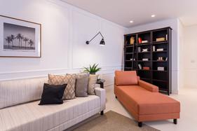 Chique e atemporal: apartamento decorado com personalidade e requinte