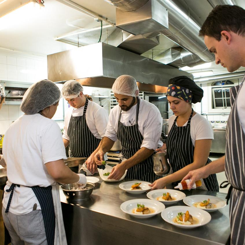 Chef Renato Stumpf e equipe Alameda Casa Rosa