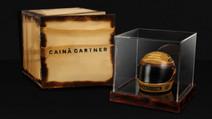 Artista lança capacete de Senna esculpido em madeira