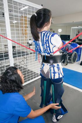Fisioterapeuta aposta no método Therasuit para a reabilitação de crianças, adultos e idosos