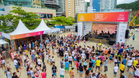 Conexão Verão abre sua 5ª edição com atividades na praia do Campeche, em Florianópolis