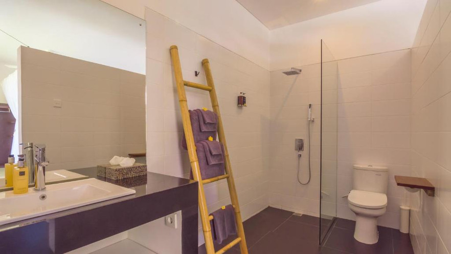 Villa Hidden Pearl Bathroom.jpeg