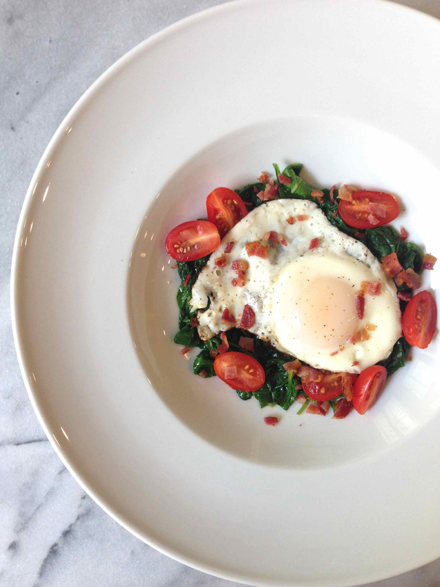 MY BREAKFAST BOWL: EGGS, SPINACH, PANCETTA & TOMATOES
