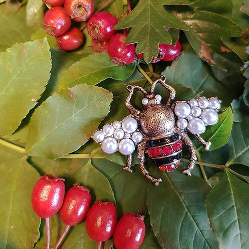Bee Broach in Pearl