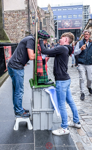 lifestyle-scotland-street-entertainment.