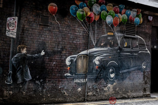 lifestyle-graffiti-wall-art-balloons.jpg