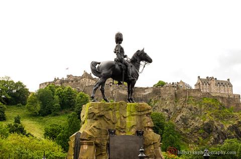 Edinburgh Castle and the Royal Scots Greys Monument