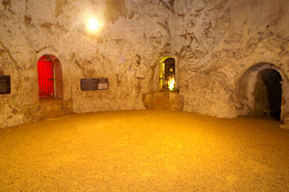 Hell Fire Caves 05.JPE