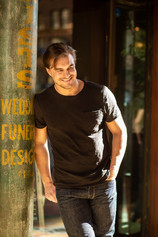 Rob Mayes turns his attention to Country Music!