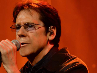 Shakin Stevens shakes up Manchester as they danced to some of his greatest hits!