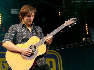 Charlie Worsham talks mid-gig thoughts and his starstruck writing moments!