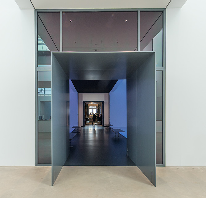 Between old and new, Kunsthalle