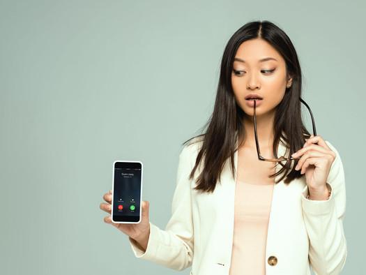 Ex-empregado não receberá horas de sobreaviso por uso contínuo de celular.