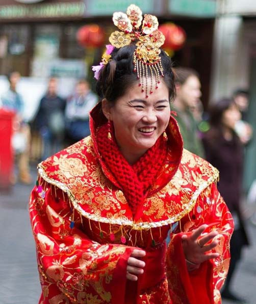 Lady dressed in traditional Chinese clothing