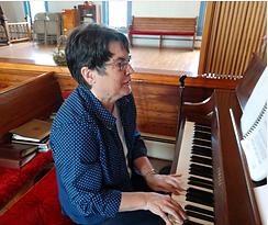 Lynn on Piano.png