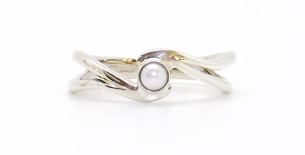 June, Pearl Set Silver Birthstone Twist Ring