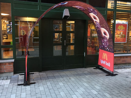 Eventbogen als Kundenstopper bei McDonalds