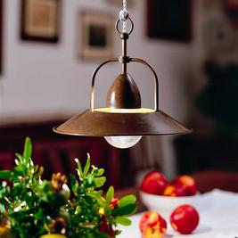Mosazná lampa nad stůl