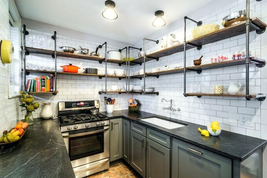 Bílý kuchyňský obklad
