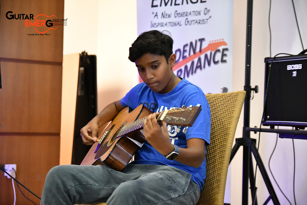 Kavin Acoustic Guitarist