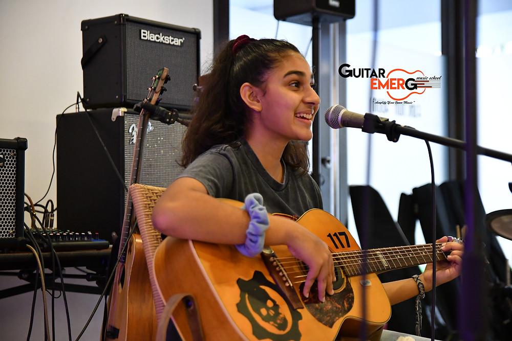 Tara (Singer / Acoustic Guitarist)
