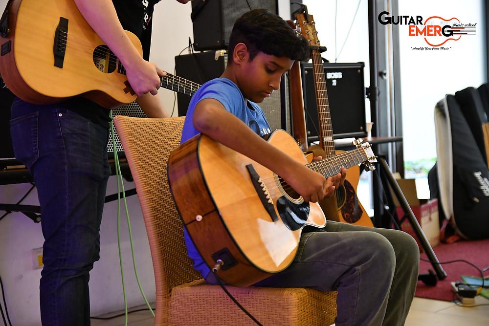 Kavin Acoustic Guitarist