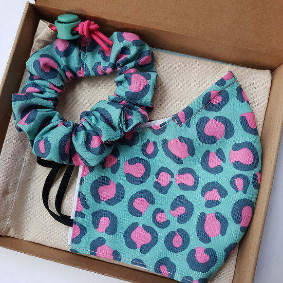 Face mask & scrunchie gift set