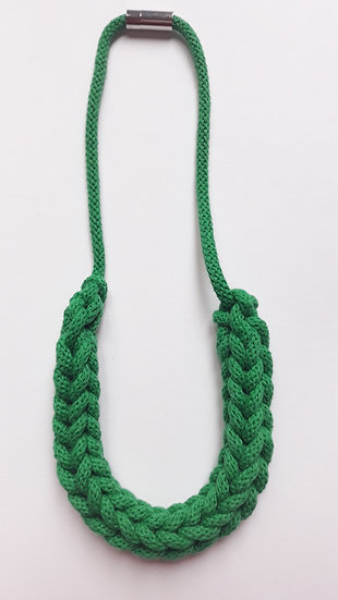 Crocheted necklace - emerald green