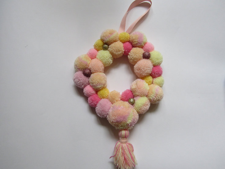 Pom pom wreath - love heart sweets
