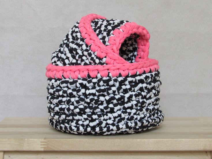 Crocheted nesting baskets- black and pink trim