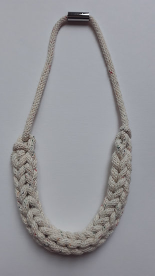 Crocheted necklace - cream