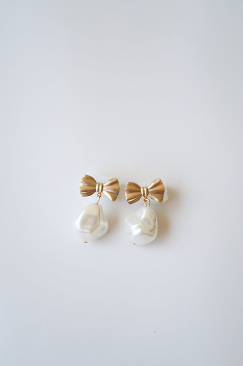 Golden Bow & Pearly Drops