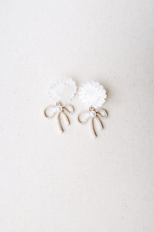 Mother of Pearl & Pearly Bows