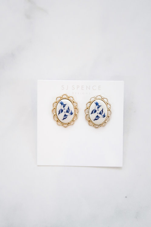 Vintage Blue Willow Studs