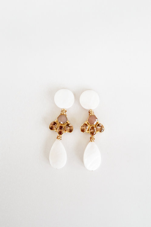 Mother of Pearl & Peach Moonstone Finding