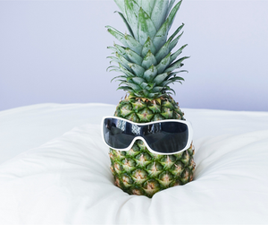 Pineapple w/glasses on