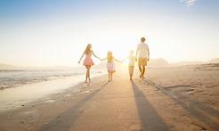Aile Sahilde Yürüyüş