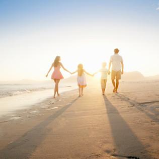 Famille Marcher sur la plage www.albanofranzoso.com