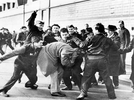 Fascismo Eterno - Por Umberto Eco