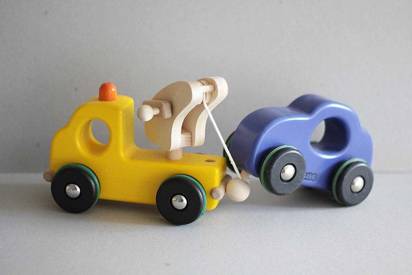 Yellow Breakdown Truck / Blue Car
