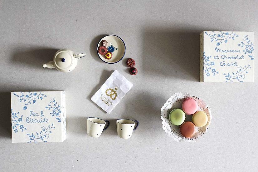 Tea & Biscuits / Macarons