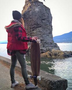 My favorite test companion _) _ameliescakehaus board feels great !  #custom #longboard #miniboard #s