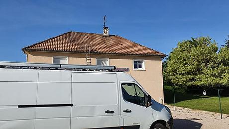 entretien toiture , Démoussage toiture , mousse sur le toit , couverture , zinguerie , charpente